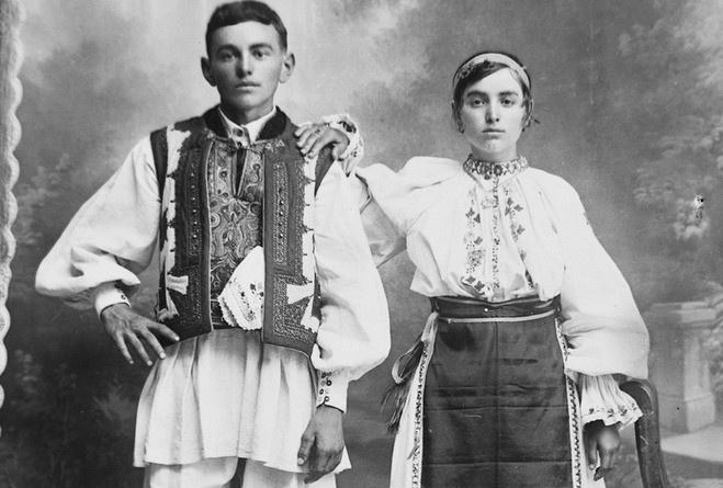 """Lugoj Expres Expoziție la Muzeul din Lugoj: """"100 de năfrămuțe. Ia centenară"""" Ziua Universală a Iei vernisaj proiect național muzeul din Lugoj ia centenară expoziție centenarul Marii Uniri centenar 100 de năfrămuțe"""