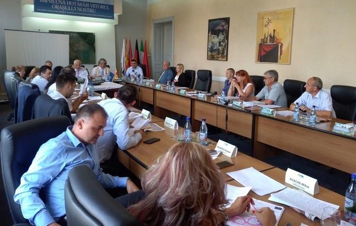 Lugoj Expres Consiliul Local Lugoj, în ședință: indexări de taxe și impozite, normă de hrană pentru polițiștii locali și cofinanțări din bugetul local taxe ședință proiecte polițiști locali otărâri normă de rană manifestări culturale Lugoj indexări de taxe și impozite impozite Consiliul Local Lugoj Consiliul Local buget acțiuni sportive