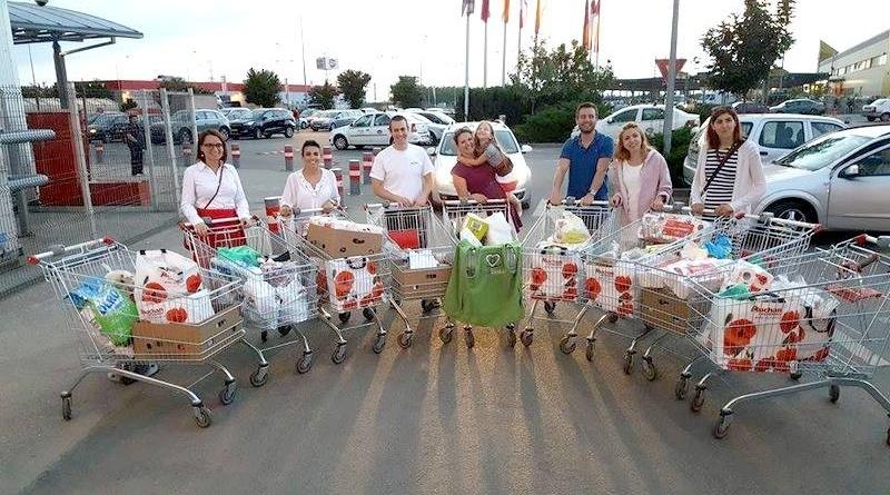 Lugoj Expres Fapte bune! O asociație adună alimente pentru familiile nevoiașe din Balinț Look Inside familii nevoiașe familii fericite donare campanie bonuri dăruite Balinț asociația alimente ajutoare