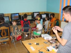 Lugoj Expres Vară activă, la Clubul Copiilor Lugoj vară activă robotică Robokids proiect Clubul Copiilor Lugoj cerc ateliere activități infracționale