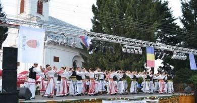 """Lugoj Expres Festivalul de folclor """"Tradiţii Belinţene""""- ediția a IX-a Tradiții Belințene soliști Hora Belințului folclor festival eveniment Belinț ansambluri"""