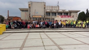 Lugoj Expres Voluntarii au făcut curățenie în Lugoj! Au adunat 560 de saci de gunoi World Cleanup Day voluntari Lugoj Let's Do It gunoi ecologizare deșeuri curățenie acțiune