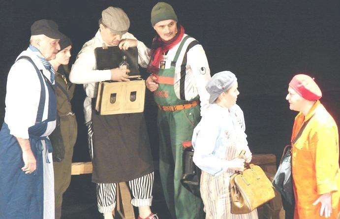 Lugoj Expres Actorii lugojeni, în festival, la Medgidia și Tulcea Tulcea Tragos teatrul Lugoj teatru Tanța și Costel Medgidia festival Balul actorii lugojeni actori