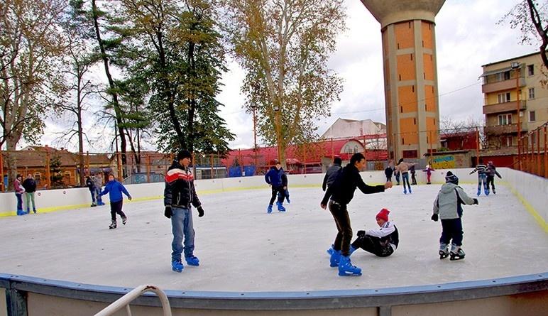 Lugoj Expres Se deschide patinoarul! program patinoar patine patinaj Parcul George Enescu Lugoj