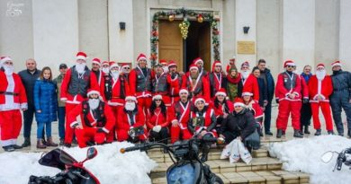 Lugoj Expres Moș Crăciun Motociclist a împărțit daruri copiilor din Lugoj Road Patrol MC Lugoj motocicliștii lugojeni Motocicliștii Lugoj Moș Crăciun Motociclist Lugoj daruri copii acțiune caritabilă