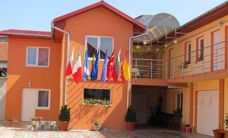 Lugoj Expres Clubul Copiilor Lugoj - 65 de ani de activitate spectacol non-formal manifestări aniversare Lugoj forum interjudețean expoziție creativ Clubul Copiilor Lugoj aniversare 65 de ani