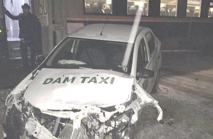 Lugoj Expres Un taxi a intrat într-un tren, la Margina taximetru taxi intrat în tren taxi Margina calea ferată accident tren Margina accident tren accident Margina accident feroviar accident