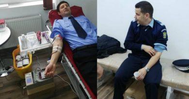 Lugoj Expres Jandarmii, într-o misiune salvatoare, la Spitalul din Lugoj sânge salvează vieți Rotary Lugoj Rotary misiune jandarmi Inspectoratul de Jandarmi Județean Timiș IJJ Timiș donează sânge donare campanie Rotary