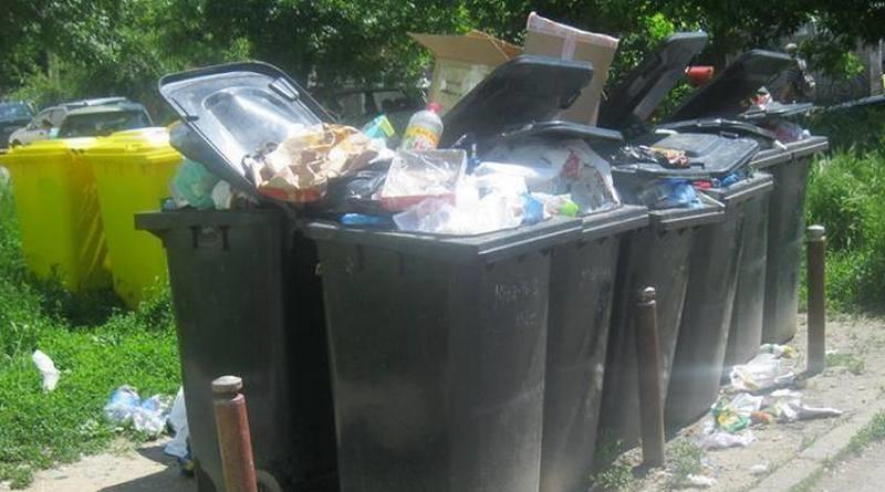 Lugoj Expres Nu se mai ridică gunoiul în Zona 4 - Făget. Președintele CJT, Călin Dobra, a cerut rezilierea contractului cu firma care ar trebui să adune deșeurile reziliere contract Jimbolia gunoi Făget Deta deșeuri colectare gunoi CJT Călin Dobra ADID Timiș
