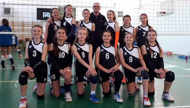 Lugoj Expres Echipa de minivolei a CSȘ Lugoj a câștigat toate cele trei meciuri la turneul semifinal, dar a terminat... pe locul 2 volei turneul final turneu semifinal ratare minivolei locul 2 CSȘ Lugoj calificare Brașov