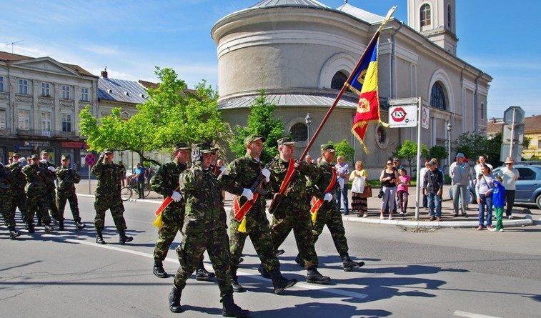 Lugoj Expres Tripla sărbătoare de 9 mai, marcată la Lugoj Ziua Victoriei Ziua Independenței Ziua Europei triplă sărbătoare spectacol folcloric Lugojana Lugoj defilare ceremonial militar 9 mai