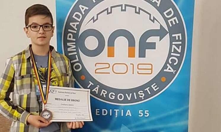 Lugoj Expres Medalie de bronz la Olimpiada Națională de Fizică, pentru un elev din Lugoj Școala Gimnazială