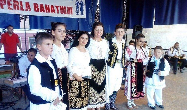 """Lugoj Expres Festivalul de Folclor """"Perla Banatului"""". Trei zile de bairamuri în centrul Lugojului spectacol folcloric Perla Banatului Lugoj folclor festival eveniment bairam"""