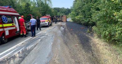 Lugoj Expres Autotren răsturnat, la ieșirea din Lugoj. Traficul rutier e blocat pe DN 68A victime trafic blocat Lugoj Făget DN 68A autotren răsturnat