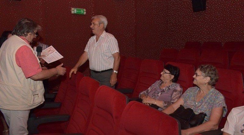 Lugoj Expres Seniorii Lugojului, premiați de municipalitate vârstnici seniorii Lugojului premiu de fidelitate premii persoane longevive Lugoj diplome cinematograf 90 de ani 50 de ani de căsătorie