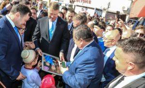 Lugoj Expres Președintele Klaus Iohannis, baie de mulțime la Lugoj vizită vest Timișoara primire președinte PNL Lugoj PNL Lugoj Klaus Iohannis filialele PNL baie de mulțime Adunarea regională