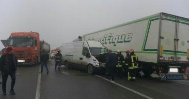 Lugoj Expres Accident cu un microbuz și două TIR-uri, pe centura Lugojului vătămare corporală TIR șofer rănit microbuz Lugoj îngrijiri medicale dosar penal centura Lugojului accident