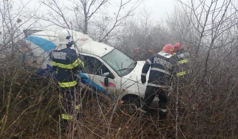 Lugoj Expres Autoturism răsturnat, pe DJ 592 Lugoj - Buziaș Sinersig neadatarea vitezei mașină răsturnată Lugoj DJ 592 condiții meteo ceață Buziaș autoturism răsturnat accident DJ 592 accident