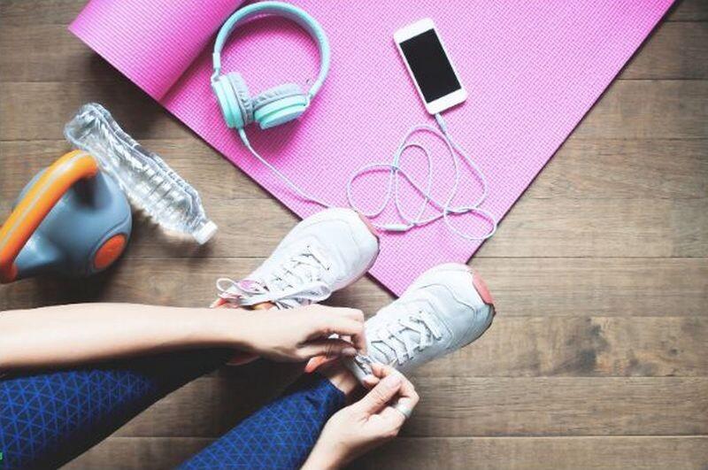 Lugoj Expres Cum să faci sport acasă pe timpul verii - câteva sfaturi de care poate nu ai ținut cont până acum! vară sport soluție sfaturi muzica modelul preferat mișcare haine sport echipament Cum să faci sport acasă pe timpul verii confort termic aparat aer condiționat activitatea fizică