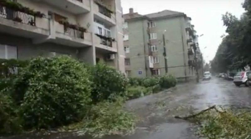 Lugoj Expres Lugojul, devastat de furtună Lugojul furtună devastat