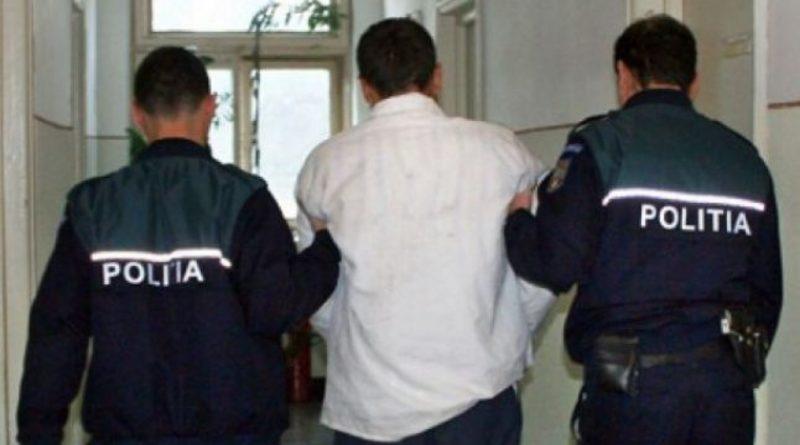 Lugoj Expres Și-a bătut fiica și ginerele. Un bărbat din Lugojel a fost condamnat la 16 luni de închisoare Polițiști Penitenciarul Timișoara Lugojel Lugoj Judecătoria Lugoj închisoare Găvojdia armă arestat
