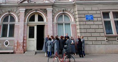 Lugoj Expres Grefierii au ieșit în stradă pentru a-și cere drepturile protest spontan Memorandumul pentru Justiție Judecătoria Lugoj grefierii au ieșit în stradă