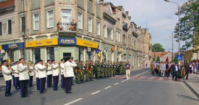 Lugoj Expres Ziua Armatei Române, sărbătorită la Lugoj Ziua Armatei Române la Lugoj primăria lugoj Garnizoana Lugoj