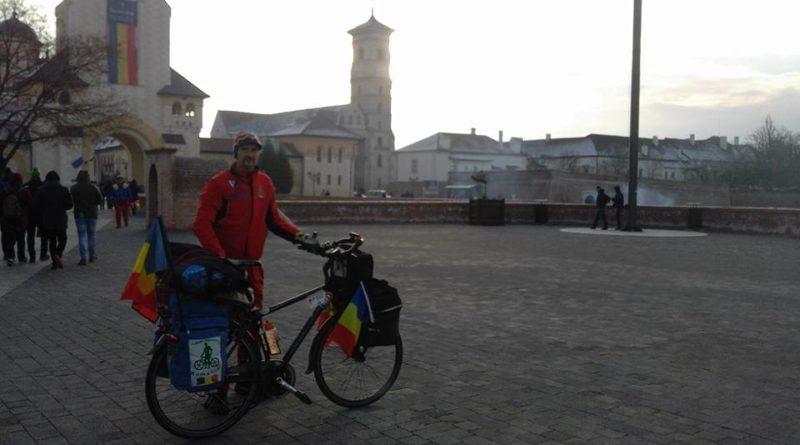 Lugoj Expres Cicloturistul Ștefan Hodi a mers pentru a 14-a oară cu bicicleta până la Alba Iulia, de 1 Decembrie Ștefan Hodi Lugoj cu bicicleta la Alba Iulia cicloturistul Ștefan Hodi