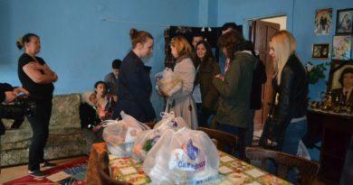 Lugoj Expres Astăzi Tu Dăruieşti. Voluntarii Rotaract strâng ajutoare pentru familiile nevoiașe din Lugoj Rotaract Lugoj Astăzi tu dăruiești