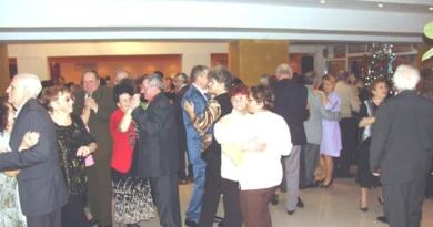 Lugoj Expres Primăria Lugoj distribuie invitații la... Revelionul Seniorilor Revelionul Seniorilor primăria lugoj petrecere pensionari Acapulco
