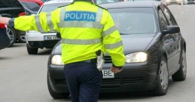 Lugoj Expres Sute de șoferi sancționați pentru nerespectarea normelor rutiere șoferi sancțiuni polițiștii rutieri persmise de conducere infracțiuni accidente rutiere