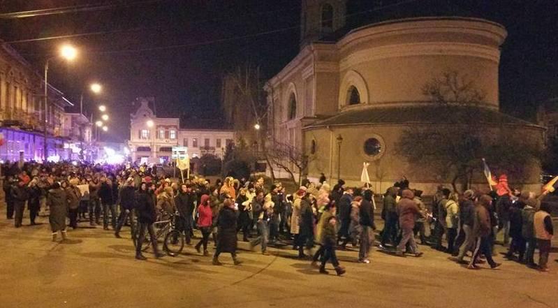 """Lugoj Expres Lugojenii s-au revoltat: """"Pentru crimă și hoție noi vă vrem la pușcărie!"""" PSD ciuma roșie poteste Lugojul protestează Lugojul cere fără grațiere lugojenii s-au revoltat"""