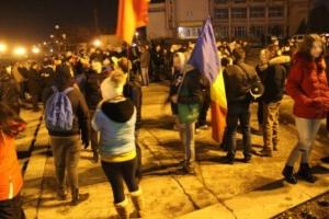 """Lugoj Expres Protestele continuă la Lugoj: """"Ați abrogat, dar n-ați plecat!"""" PSD proteste ordonanța 13 Lugojul protestează lugojenii protestează lugojenii în stradă DNA demisia guvernului demisia"""