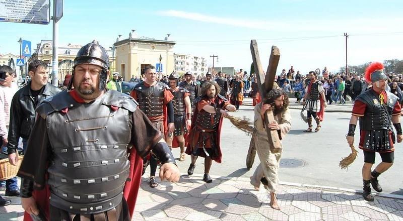 Lugoj Expres Drumul Crucii, din nou, pe străzile Lugojului Săptămâna Mare patimile mântuitorului eveniment drumul crucii