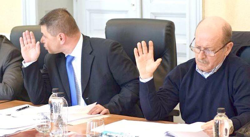 Lugoj Expres Consilierii lugojeni independenți au o nouă inițiativă privind eliminarea taxei de depozitare a deșeurilor taxă ilegală taxa de depozitare a deșeurilor proiect Marius Martinescu Liviu Brândușoni hotărâre depozitarea deșeurilor consilierii lugojeni