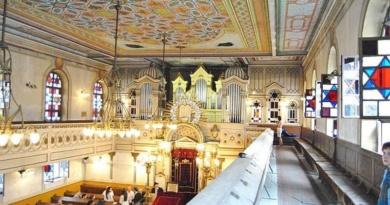 Lugoj Expres Concert extraordinar de orgă, la Sinagoga Neologă din Lugoj Wilfried Michl Sinagoga Lugoj sinagoga orgă germani Franz Metz donații concert comunitatea evreilor bariton Banat Alexandra Guțu