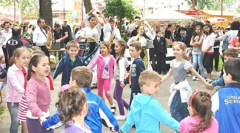 """Lugoj Expres Copiii din Lugoj, sărbătoriți de ziua lor. Trei ore de distracție în Parcul """"George Enescu"""" Ziua Copilului sărbătoriți Parcul George Enescu distracție copiii din Lugoj"""