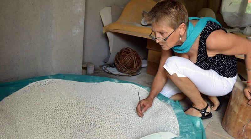 Lugoj Expres O artistă ceramistă din Lugoj, printre câștigătorii Concursului Internațional de Ceramică din Alcora (Spania). Artista riscă să nu urce pe podium Viorica Bocioc premiere concurs internațional artiști vizuali artă ceramică Alcora