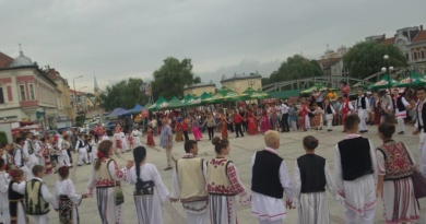 """Lugoj Expres Timp de trei zile, la Lugoj: Festivalul Național  de Folclor """"Perla Banatului"""" – ediția a VI-a Perla Banatului muzică populară folclor festival la Lugoj festival eveniment folcloric"""