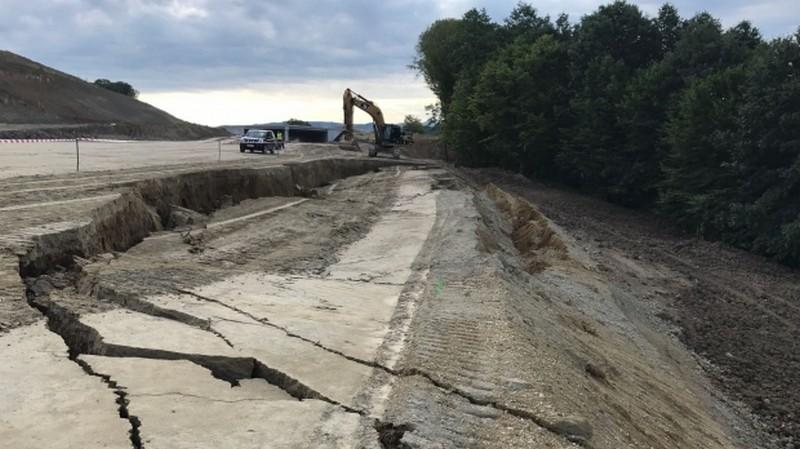 Lugoj Expres O parțiune din autostrada Lugoj-Deva s-a prăbușit! rambleu autostradă prăbușită autostrada lugoj deva Autostrada
