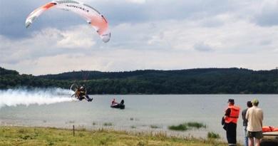 Lugoj Expres Începe a treia ediție a Zilelor Lacului Surduc. Vezi programul manifestărilor zilele lacului Surduc spectacol show nautic show aerian seri de pește Primăria Fârdea pescuit concurs Asociația pentru Promovarea și Dezvoltarea Turismului în județul Timiș AeroNautic Show Surduc