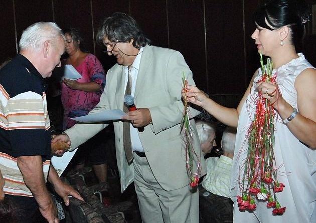 Lugoj Expres Premii pentru persoanele vârstnice din Lugoj vârstnici premii Lugoj fidelitate festivitate