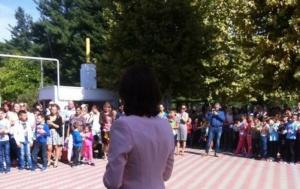 Lugoj Expres Școlile și-au redeschis porțile! Elevii și preșcolarii au început noul an de învățământ vacanța școli festivitate elevi an școlar a început școala