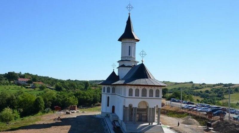Lugoj Expres Mănăstirea Dobrești, ctitorită de Patriarhul Daniel, își sărbătorește hramul sărbătoare pelerini Mitropolitul Banatului mănătire Mănăstirea Dobrești hram ceremonie religioasă