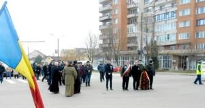 Lugoj Expres Eroii Revoluției din 1989, comemorați de Ziua municipiului Lugoj (FOTO) ziua municipiului Lugoj torțe revoluționari revoluție oraș liber fasole cu ciolan eroi dictatura comunistă comunism și revoluție comemorare