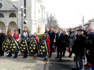 Lugoj Expres Sărbătoare ucraineană: Poetul Taras Șevcenko a fost omagiat la Lugoj (FOTO) Uniunea Ucrainenilor ucraineni Taras Șevcenko spectacol program artistic poet bust