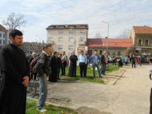 Lugoj Expres Reprezentanții comunității lugojene au bătut toaca, în Joia Mare, în centrul municipiului toaca la Lugoj toaca Lugojana Joia Mare eveniment cântecul