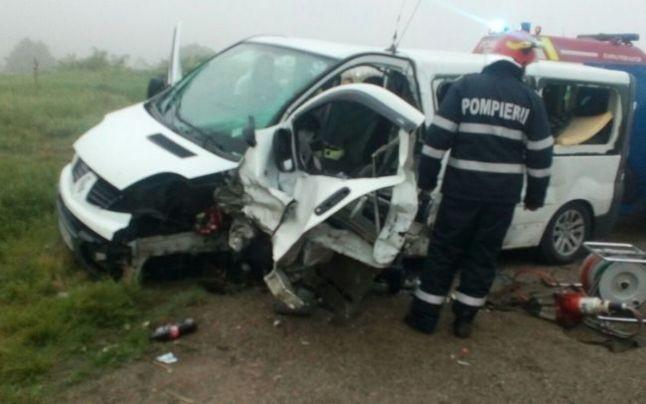 Lugoj Expres Accident grav pe DN 68A Lugoj-Deva: cinci persoane au fost rănite (FOTO) microbuz Lugoj Impact violent eveniment rutier DN 68A Deva cinci răniți accident