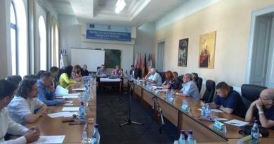 Lugoj Expres Dezinsecția în municipiul Lugoj nu va avea loc. Deocamdată... USR ședință sănătatea lugojenilor salubrizare PSD proiect de hotărâre PNL PMP pericol ordinea de zi municipiul Lugoj dezinsecție deratizare Consiliul Local Lugoj ALDE