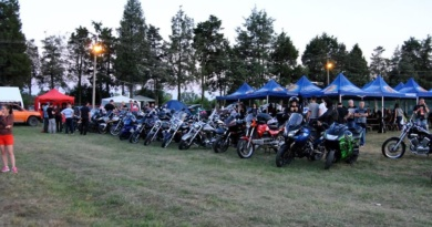 Lugoj Expres Festival în vuiet de motoare, la Buziaș: Aero West Rock Fest zbor cu avionul tombolă rock premii paradă moto Iris gulaș festival concursuri concert Buziaș Aero West Rock Fest Aero West